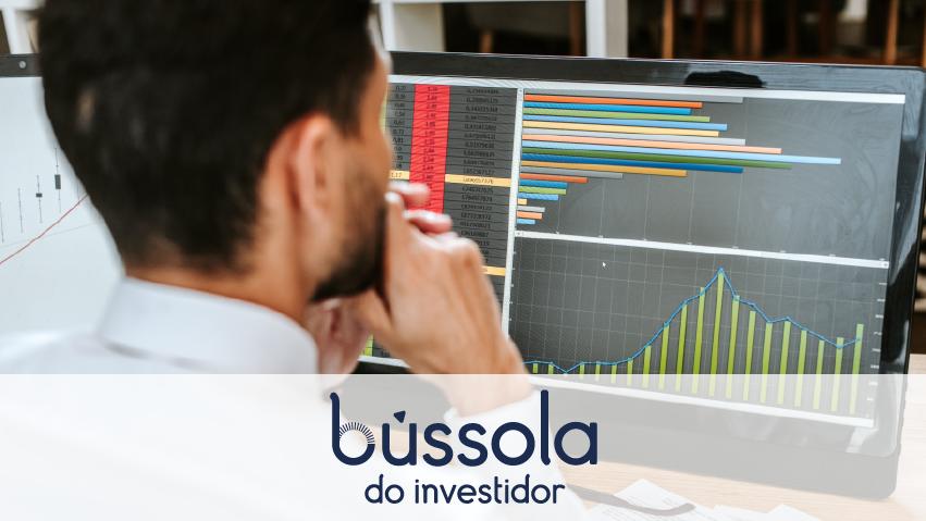 Analista estudando como viver de trading